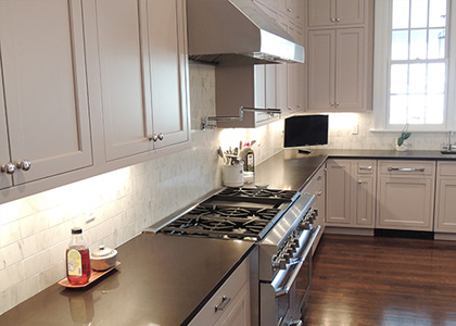 Transitional White Kitchen Design and Remodel - Scarsdale, NY